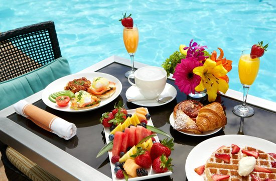 poolside-brunch